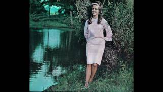 Watch Connie Smith Whispering Hope video