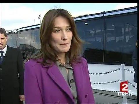 [Carla Bruni Sarkozy : opération séduction ?]