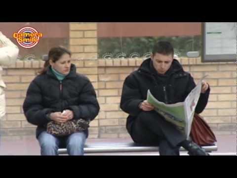 Candid Camera - Scherzi bastardi per strada: Alla fermata dell' Autobus