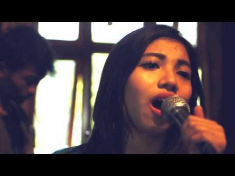 KAREUEUS [cinta sampai disini] live version