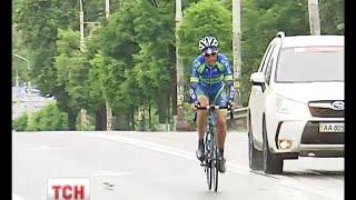 Майже 200 велосипедистів зі всього світу весь день намотували кола Києвом - (видео)