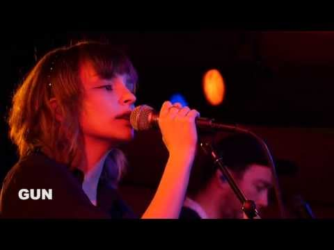 Chvrches - Gun (Live on KEXP)