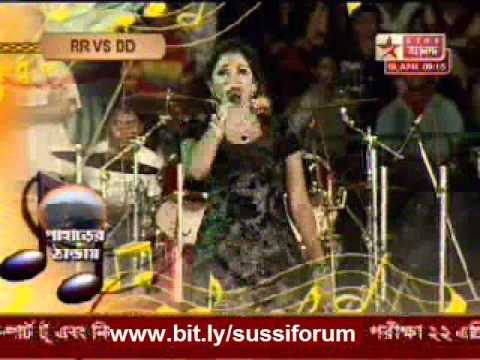Shreya Ghoshal singing Hum to aise hai bhaiyya at Banga Sammelan...