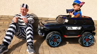 The Man take AMG Jeep Funny Paw Patrol ride on POWER WHEEL Police Jeep to catch a man