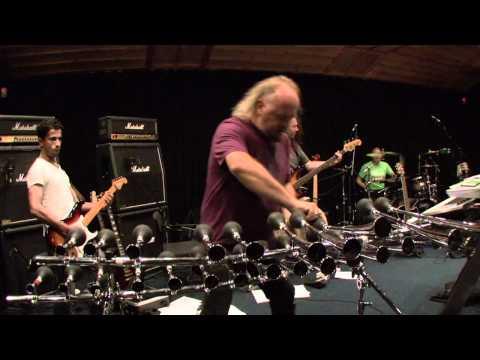 Enter Sandman de Metallica interpretada con cornetas