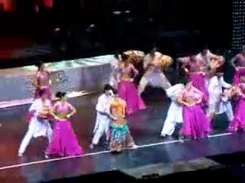 Aishwarya Rai Bachchan Live - Dholi Taro Dhol Baaje-2008