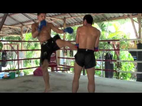 MMA & Muay Thai Fighter Yasubey Enomoto hits pad with Kru Ritt Image 1