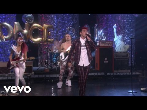 DNCE - Cake By The Ocean (Live On Ellen)