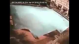 حمام سباحة اثناء زلزال اليابان