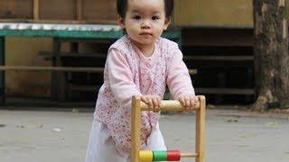 Em bé miệt mài tập đi đáng yêu lắm ❤ Trò chơi trẻ em ❤ Trò chơi chở anh doremon đi chơi