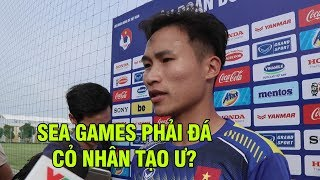 Triệu Việt Hưng và các cầu thủ U22 gặp vấn đề về mặt cỏ nhân tạo