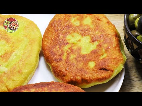 Чвиштари, кукурузные пирожки с расплавленным сулугуни. Просто, вкусно, недорого.