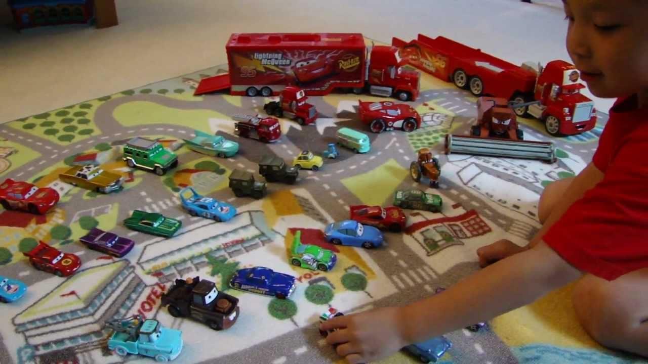 My kid 39 s disney pixar cars toy collection youtube for Bureau cars toys r us