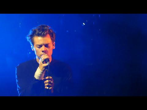 download lagu Harry Styles Phoenix, Az Oct 14, 2017 - Part gratis