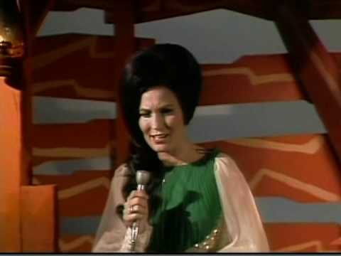 Loretta Lynn - Hangin