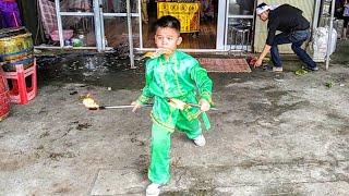 Em bé múa lửa đám ma_phung lửa quá đỉnh-đám ma tại xã thạnh Hưng