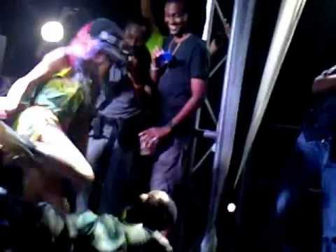 Extreme Lap Dance at Major Lazer Concert (Kingston Jamaica, 2013)