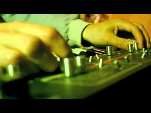 ACNE (Dancefloor analogique et Arts visuels)