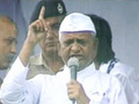 Anna arrives at Ramlila maidan, launches mass-protest