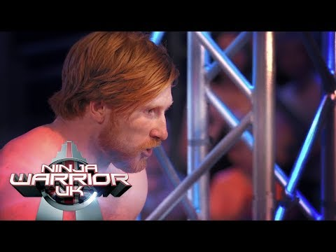 Can the ninja from down under Mike Snow make it over the rope climb?! | Ninja Warrior UK