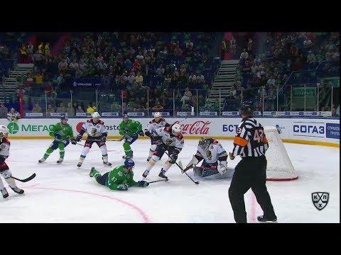 Игорь Макаров пробивает Барулина из положения лежа