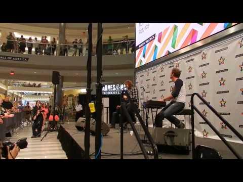 Caleb Johnson @ Mall of America 8/9/14