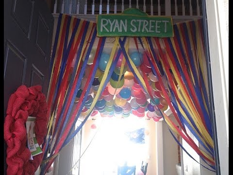 Elmo Birthday Party Decorations -  DIY : Streamer Curtains : Sesame Street Party Decorations