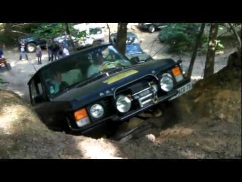 4x4 land rover defender et discovery passent une cote au circuit du ...
