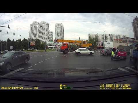 Падение мотоциклиста Севастопольский Болотниковская 30.05.2014