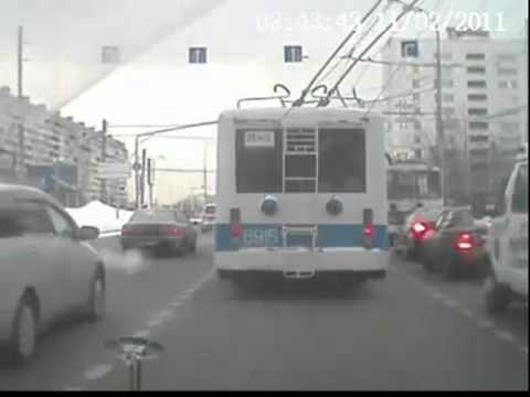 Троллейбус обогнал троллейбус
