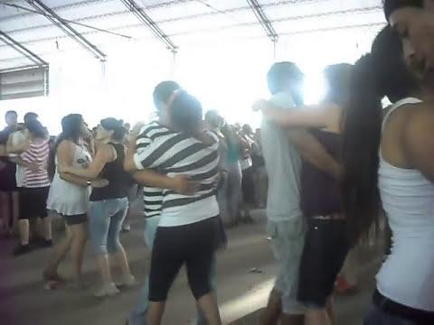 Bailando guarachas en el camp:)