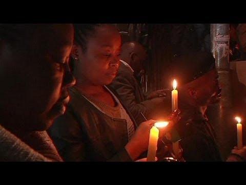 مردم آفریقای جنوبی یک شب دیگر را هم در خیابان سحر کردند thumbnail