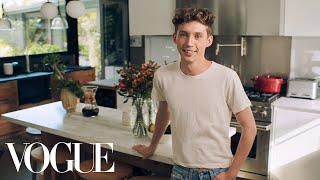 73 Questions With Troye Sivan | Vogue