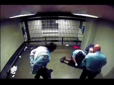 Abusón se mete con quien no debía en la cárcel