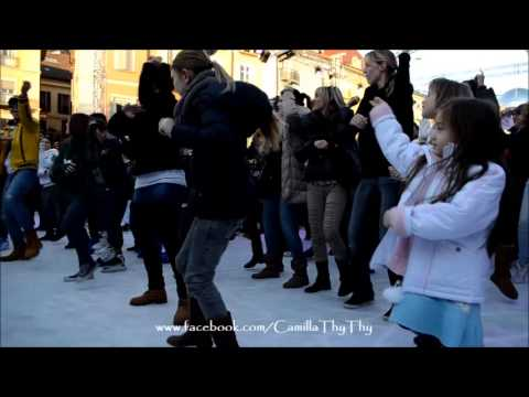 CamillaThyThy: Locarno on ice with Gangnam style