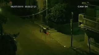 Camera giao thông quay được ma đi lại vào ban đêm trên đường vắng