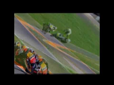 Vidéo en hommage à Valentino Rossi et sa saison 2010 brisée... ce montage reprend chronologiquement le déroulement du week-end : du rêve au cauchemard... dep...