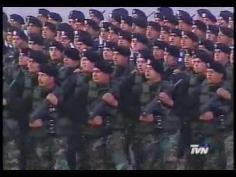 Comandos Entonan Los Viejos Estandartes En Parada Militar 2001