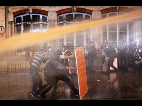 Chemical Shower: Turkish water cannons 'cause skin burns & insomnia'