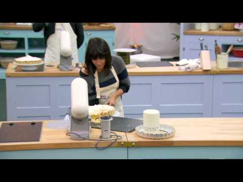 Comic Relief Bake Off - Claudia Winkleman's Lemon Meringue Pie