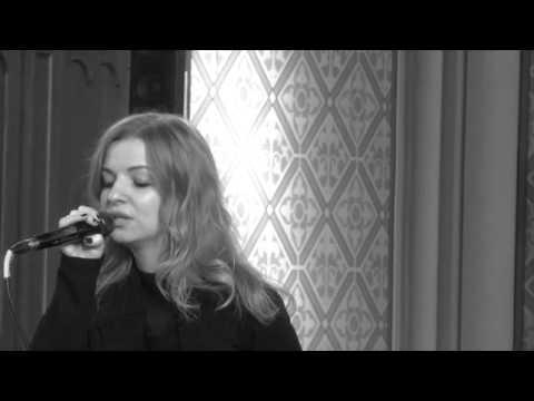 Beispiel: A moment like this - Regina Hellmann, Video: Regina Hellmann.