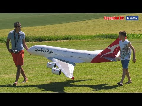 FATHER AND SON BUILD AND FLY HUGE Radio Controlled RC QANTAS AIRBUS A380 LARGEST PASSENGER AIRLINER