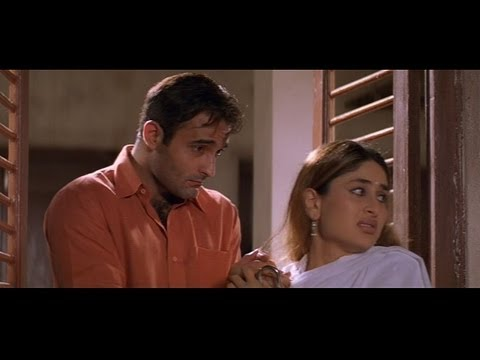 Funny scene where Akshaye Khanna sneaks in Kareena Kapoors house...