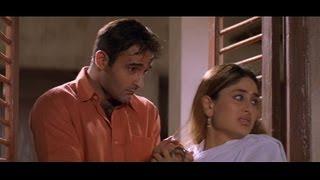 Download Funny scene where Akshaye Khanna sneaks in Kareena Kapoor's house(Hulchul) 3Gp Mp4
