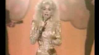 Watch Dolly Parton Bubbling Over video
