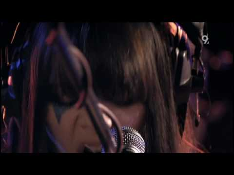 [HD] Bat For Lashes - Moon And Moon (Live Abbey Road 2009)