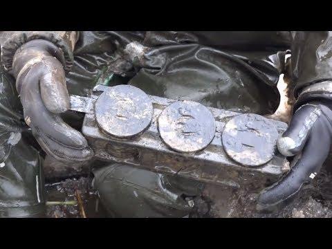 Немецкие вещи и части танка на дне замерзшей реки найденные на магнит и металлоискатель