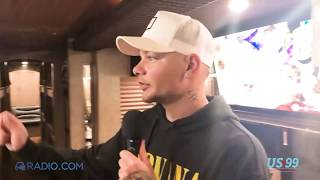 Download Lagu Inside Kane Brown's Tour Bus: From Favorite Snacks To Where He Sleeps Gratis STAFABAND