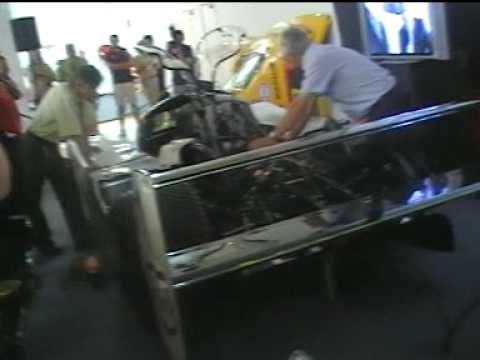 Demarrage du moteur de la Peugeot 905 vainqueur des 1000 km de Suzuka avec Philippe Alliot et Mauro Baldi. Cette voiture a été vendu 700 000 euros à la vente...