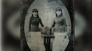 Vintage Family Portraits That Are Really Bizarre And Strange